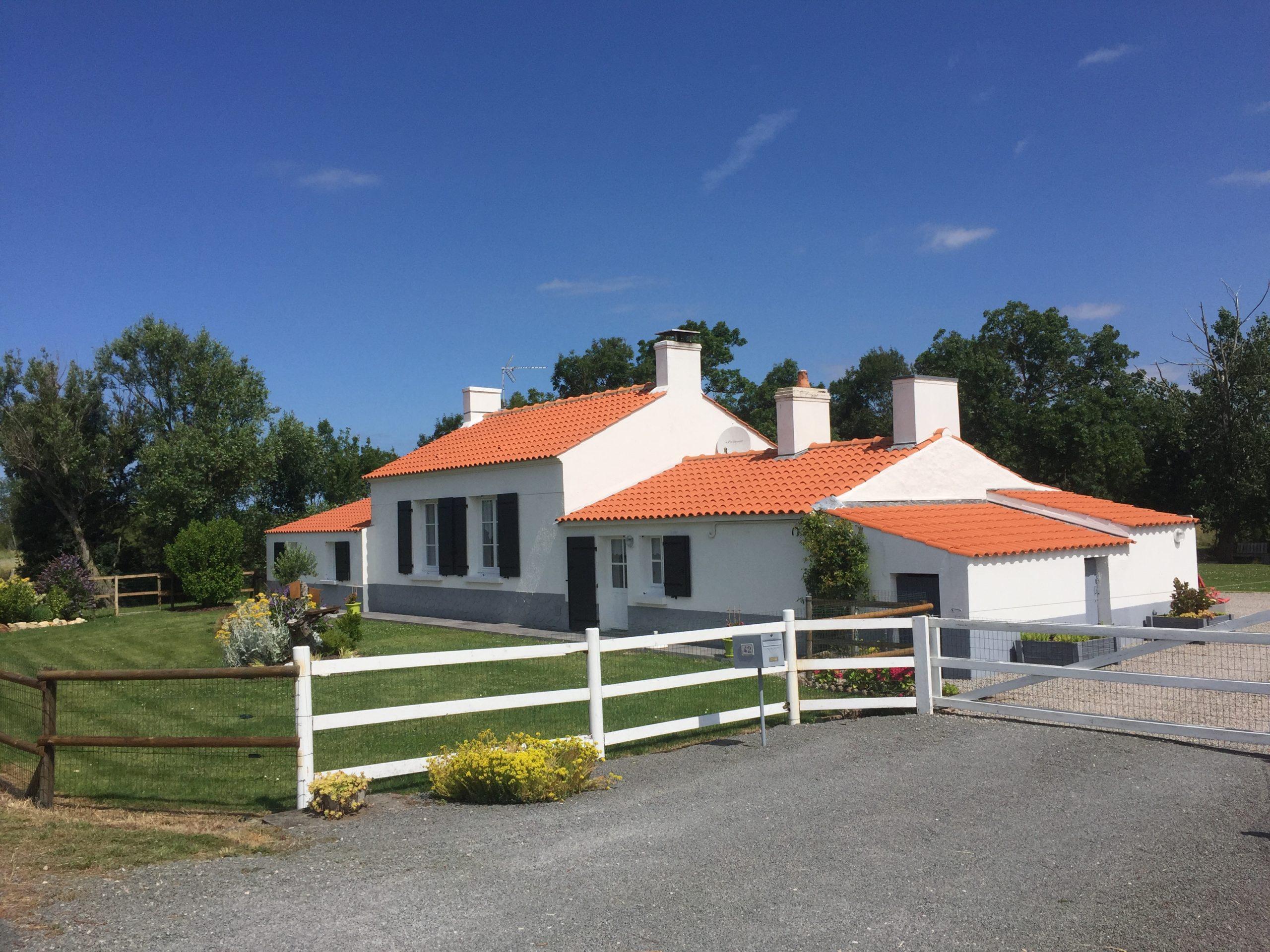 maison 3 chambres+ grande dépendance de style longère avec beaucoup de charme sur 1.3 hectare proche SAINT JEAN DE MONTS