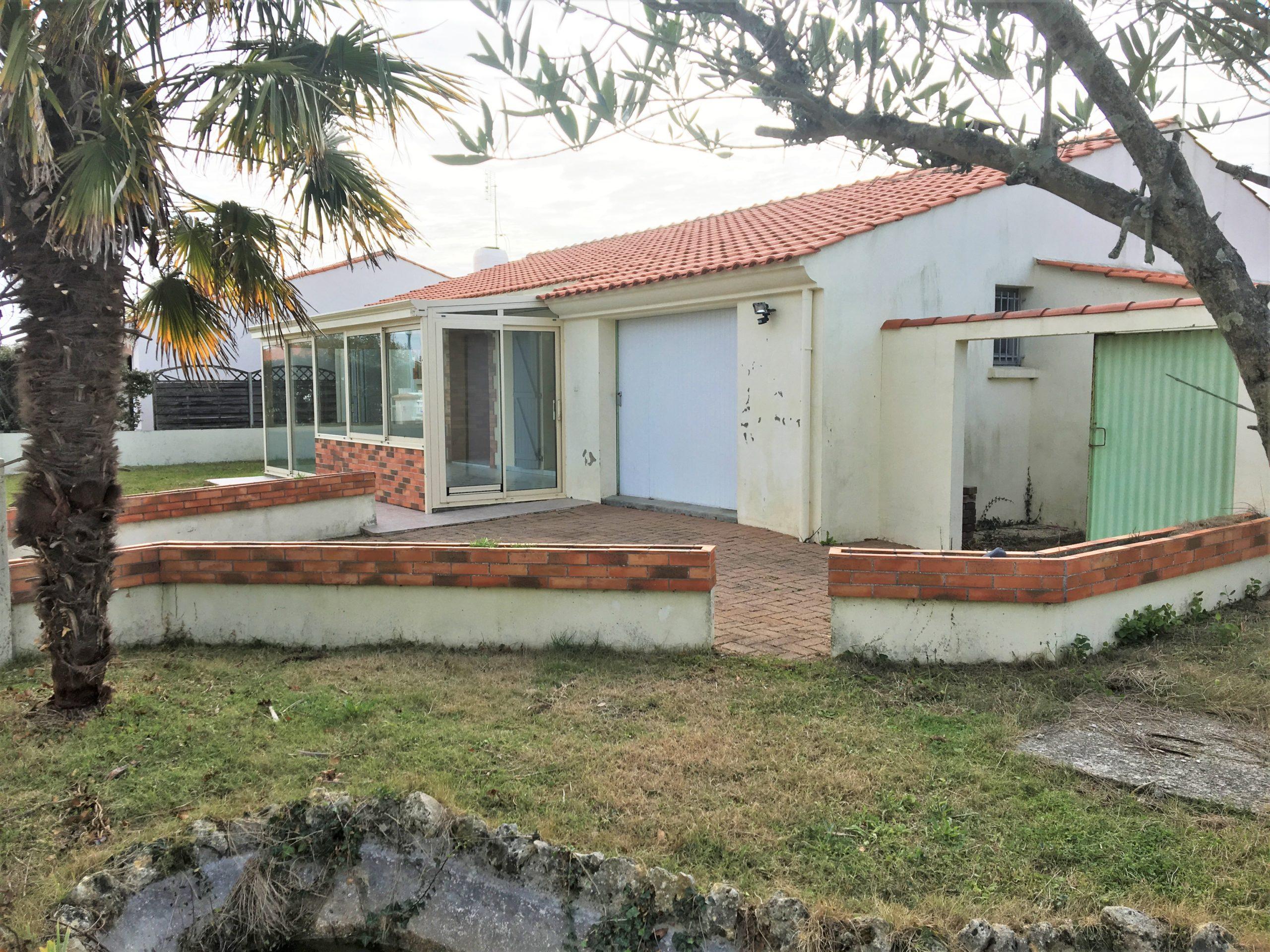 maison en centre bourg de 90 m2 habitables +garage sur 678 m2 de terrain entre CHALLANS et SAINT JEAN DE MONTS