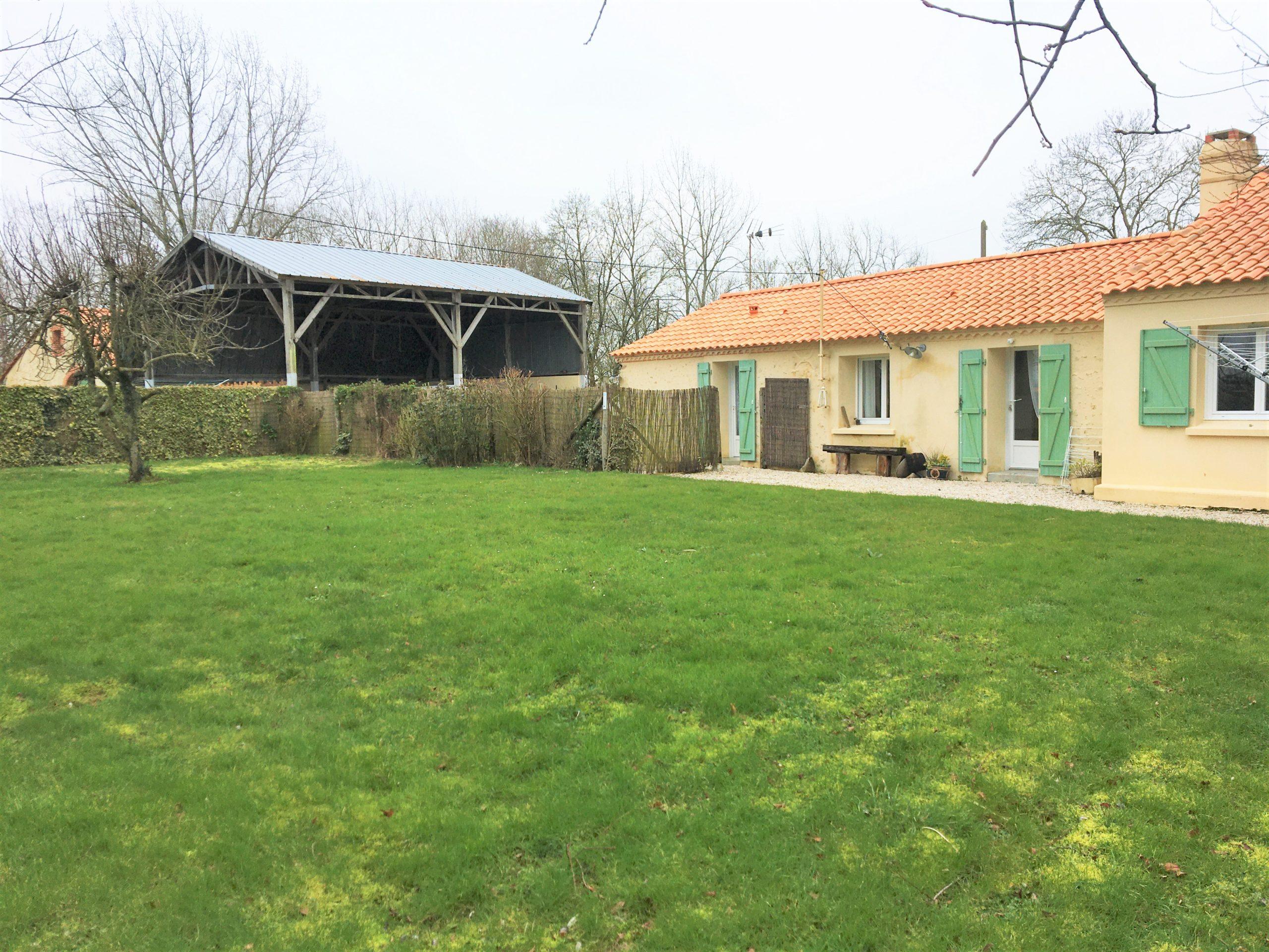 Maion  4 chambres +gite de 3 chambres et dépendances entre SAINT JEAN DE MONTS et CHALLANS